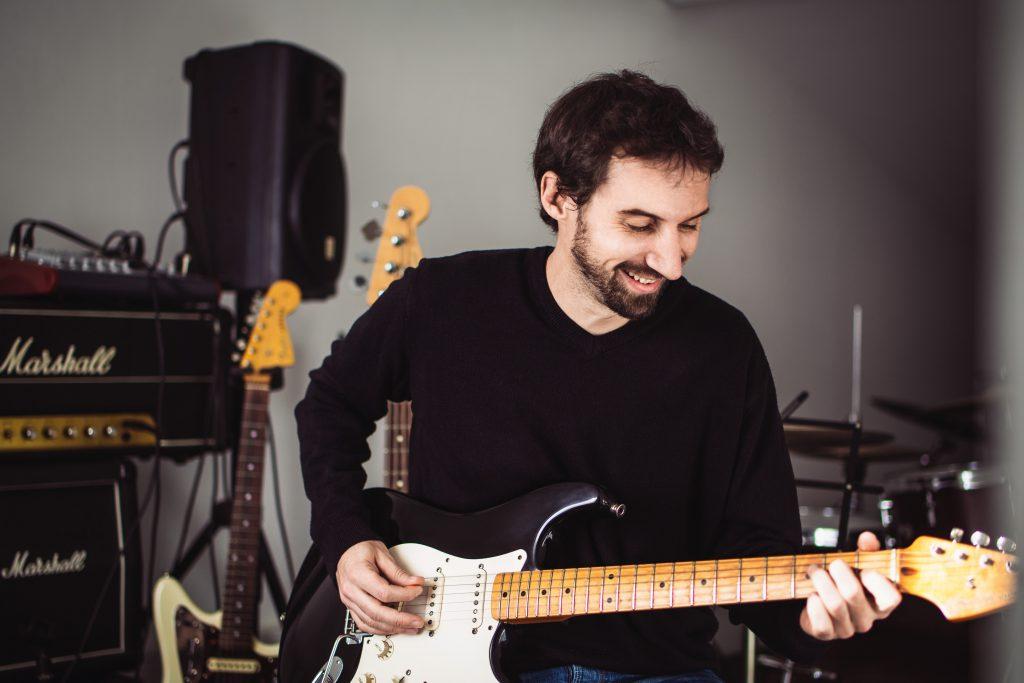 Nicolas Féroul professeur guitare & basse Poignets lyonnais